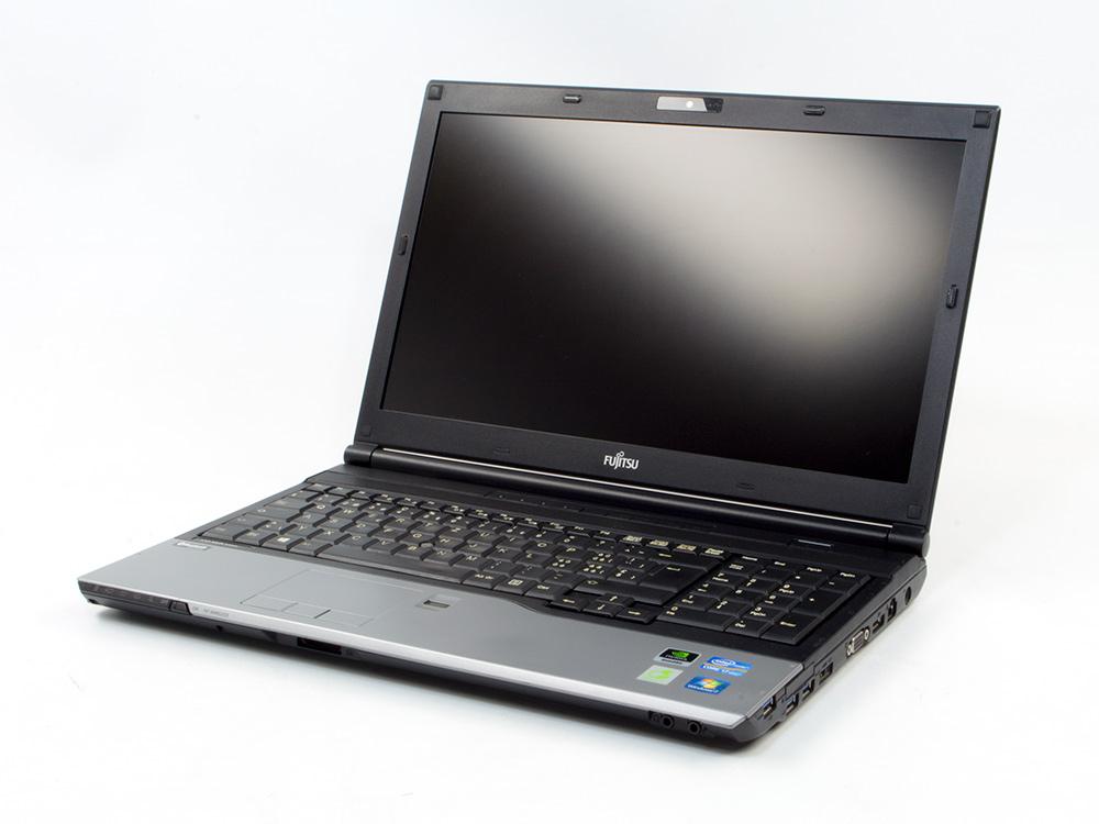 "FUJITSU Celsius H720 - i7-3720QM   8GB DDR3   500GB HDD 2,5""   NO ODD   15,6""   1920 x 1080 (Full HD)   NumPad   Webcam   Quadro K1000M 2GB   Win 7 Pro COA   Silver"